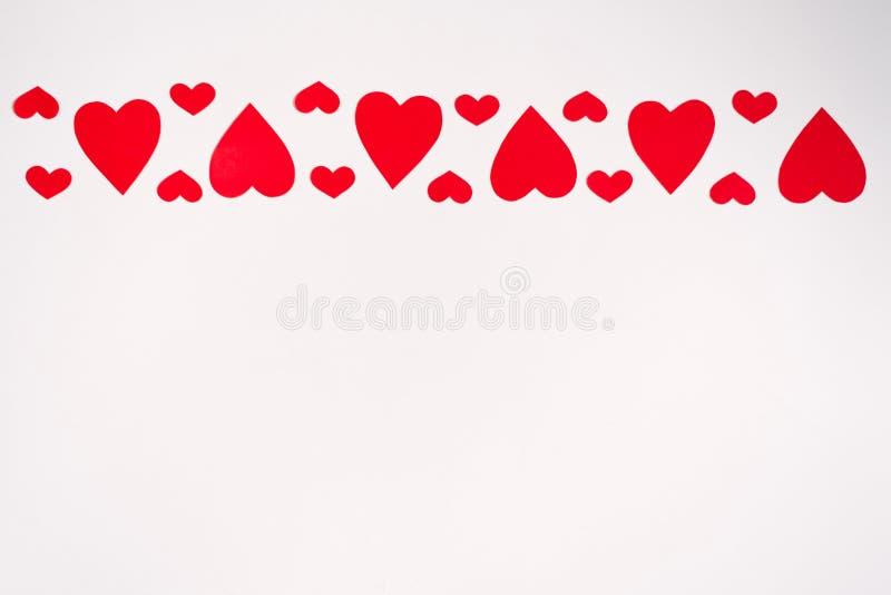 Rode harten op een witte achtergrond Feest van liefde Valentijnsdag stock illustratie