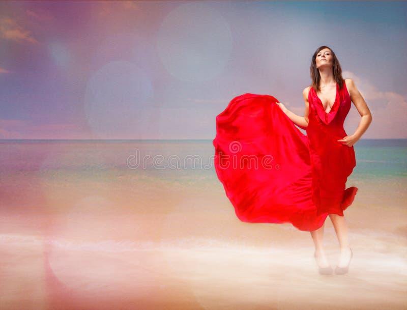 Rode hartstocht op het strand royalty-vrije stock foto's