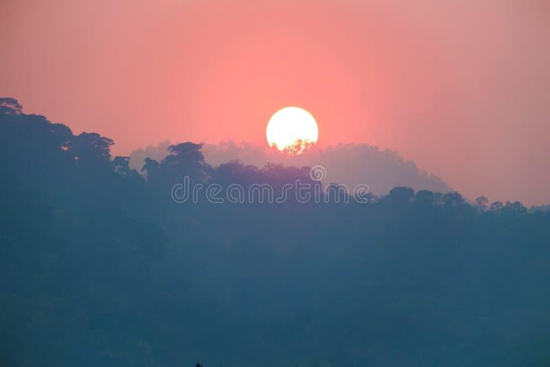 Rode hemel en zonsondergang stock foto's
