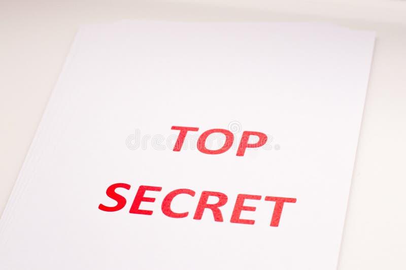 Rode inscriptie TOP SECRET op een wit vel Geheimen en samenzwering Archieven van documenten Financiële staten royalty-vrije stock foto's