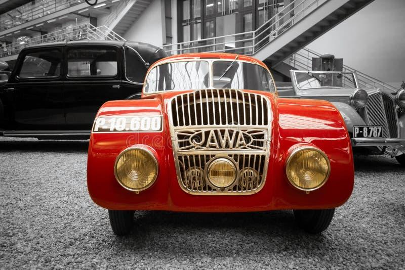 Rode Jawa 750 Coupéraceauto royalty-vrije stock fotografie