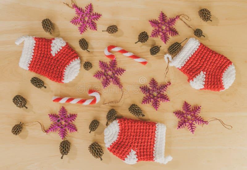 Rode kleine sokken voor Kerstmis stock foto