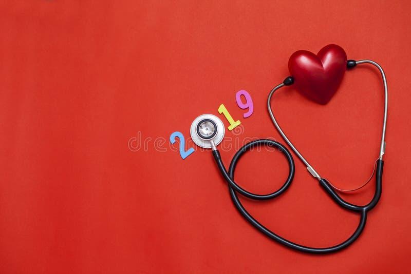 Rode kleurrijk op tekst 2019 banner voor gezondheidszorg en Rood hoort stock afbeelding