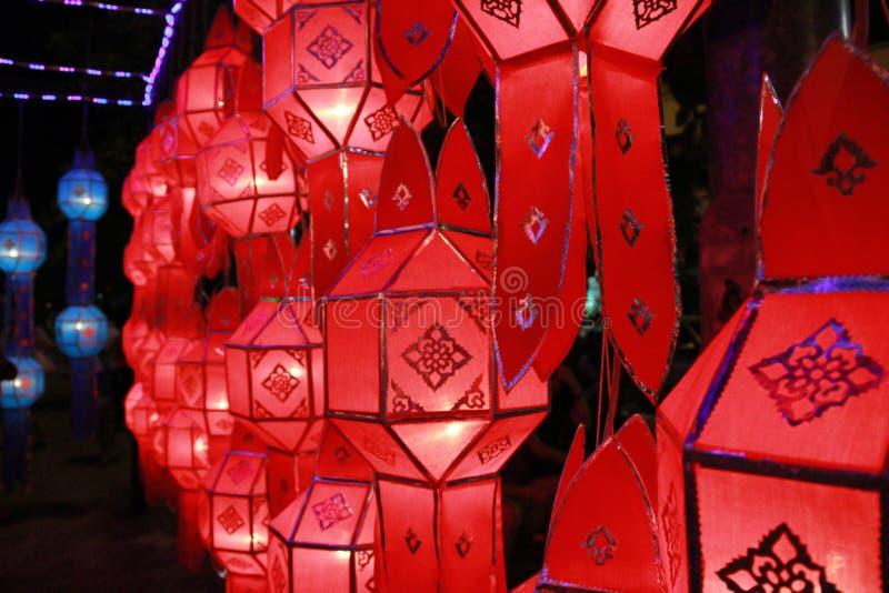 Rode Lanna-lantaarnlamp in Loy Kratong Festival, of vraag Yee Peng Festival bij noordelijk van Thailand royalty-vrije stock afbeeldingen