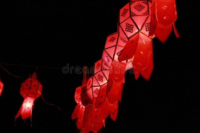 Rode Lanna-lantaarnlamp in Loy Kratong Festival, of vraag Yee Peng Festival bij noordelijk van Thailand royalty-vrije stock foto's