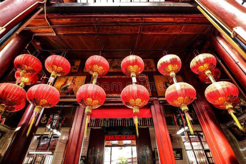 Rode lantaarns in een Chinese tempel in Kuala Lumpur van de binnenstad, Maleisië royalty-vrije stock afbeelding