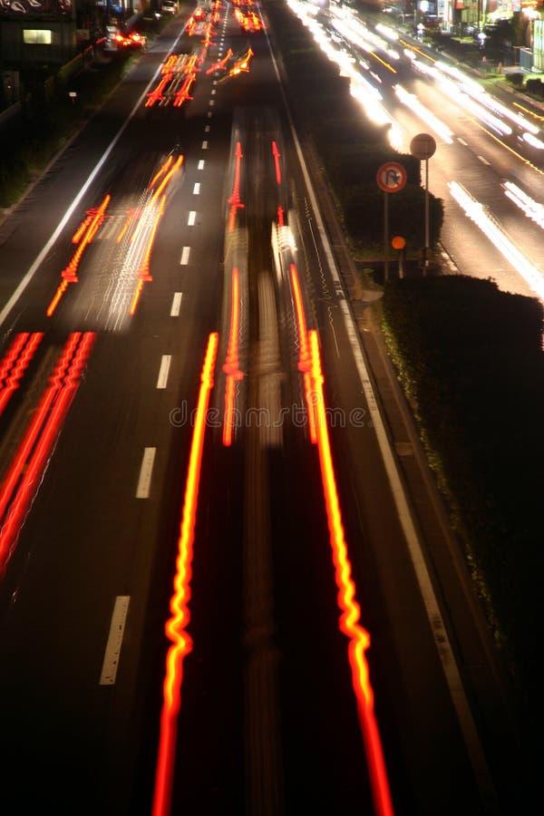 Rode lijnen op straat stock fotografie