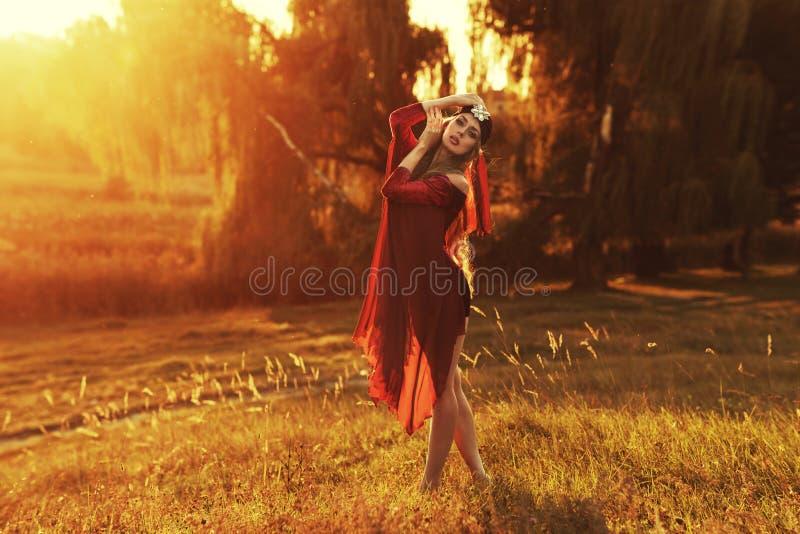 Download Rode maniervrouwen stock foto. Afbeelding bestaande uit uitdrukking - 39108244