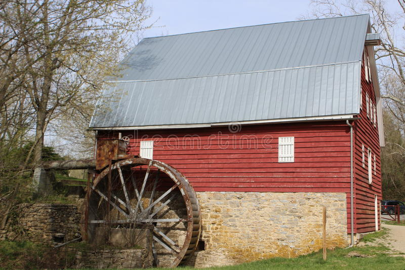 Rode Millhouse-Schuur stock fotografie