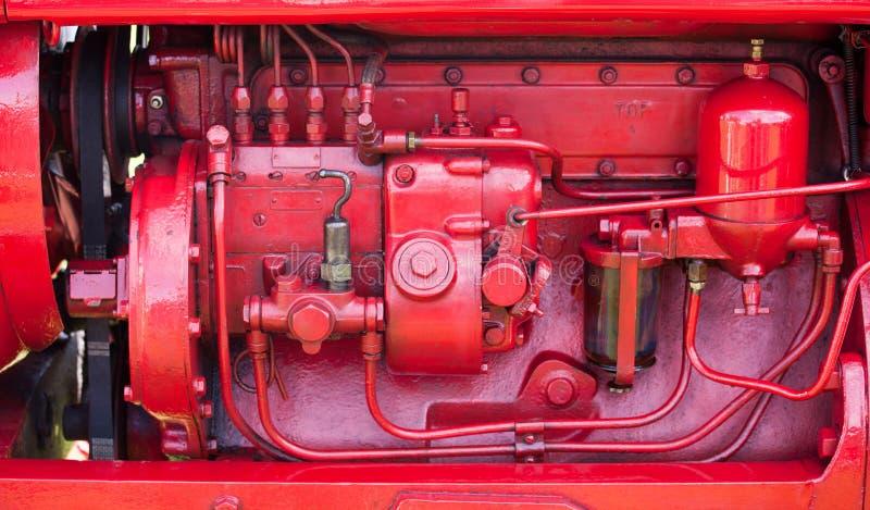Rode motor op oude tractor royalty-vrije stock fotografie