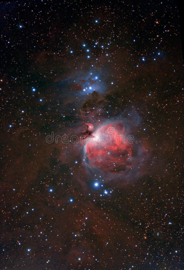 Rode nevel in de nachthemel stock fotografie