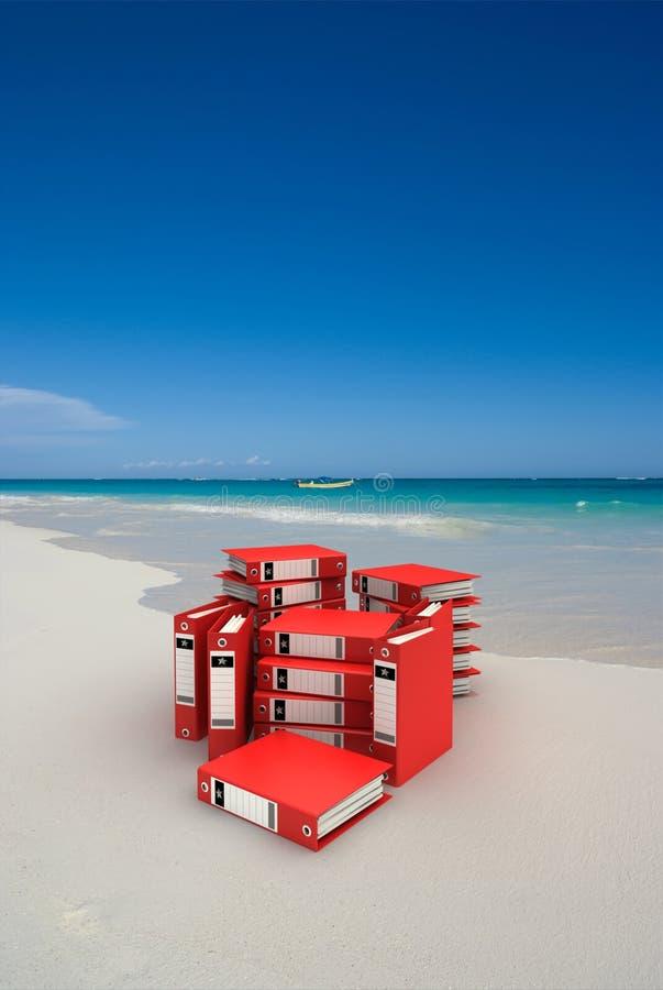 Rode omslagen op het strand royalty-vrije stock foto