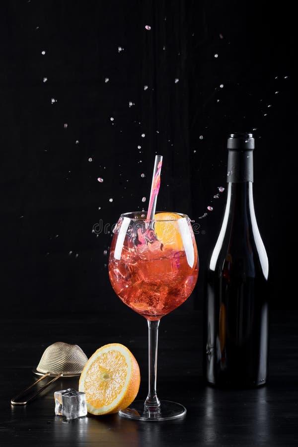 Rode oranje cocktail spritzer royalty-vrije stock foto