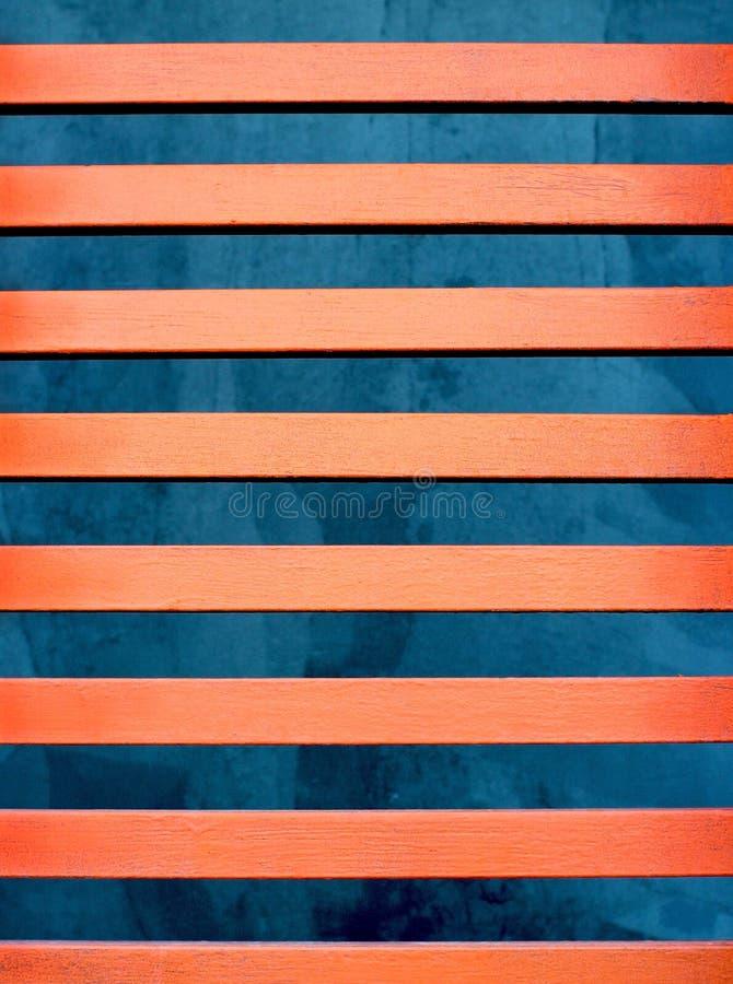 Rode oranje lijnen boven blauw stock afbeelding