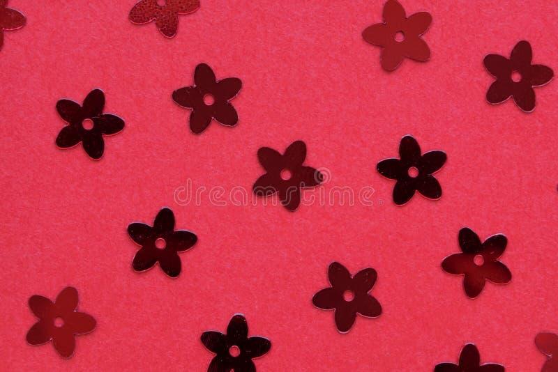 Rode paletten in de vorm van bloemen op een rode achtergrond royalty-vrije stock foto