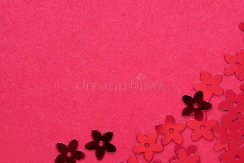 Rode paletten in de vorm van bloemen op een rode achtergrond royalty-vrije stock foto's
