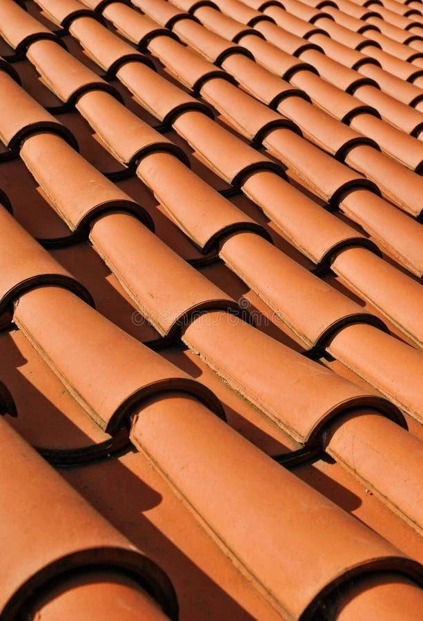 Rode pantiles op dak royalty-vrije stock fotografie