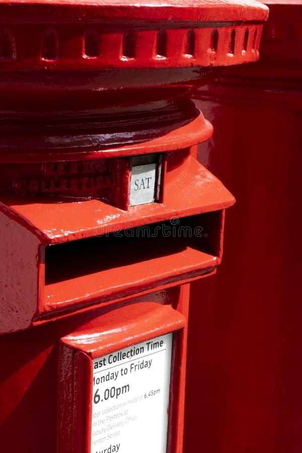 Rode pijlerdozen stock fotografie