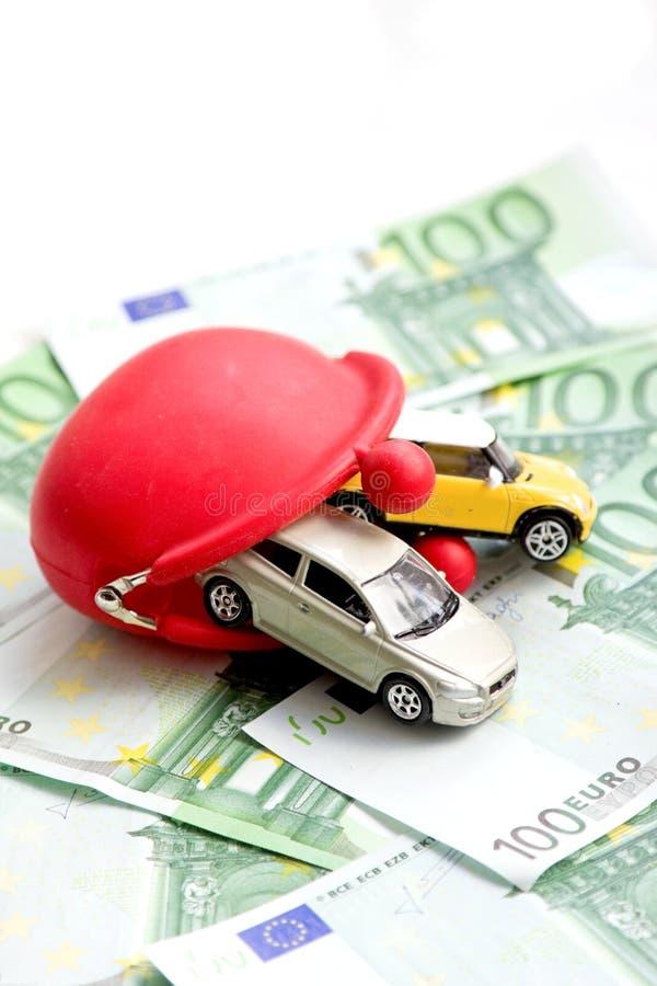 Rode portefeuille, auto's en euro stock afbeeldingen