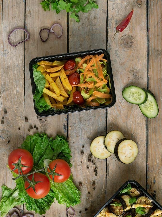 Rode ppper, komkommer, ui en aubergines Hoogste mening stock foto's