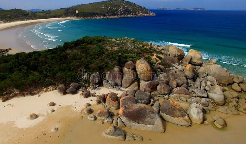 Rode Rotsen van Piepend Strand, Victoria - Australië stock foto