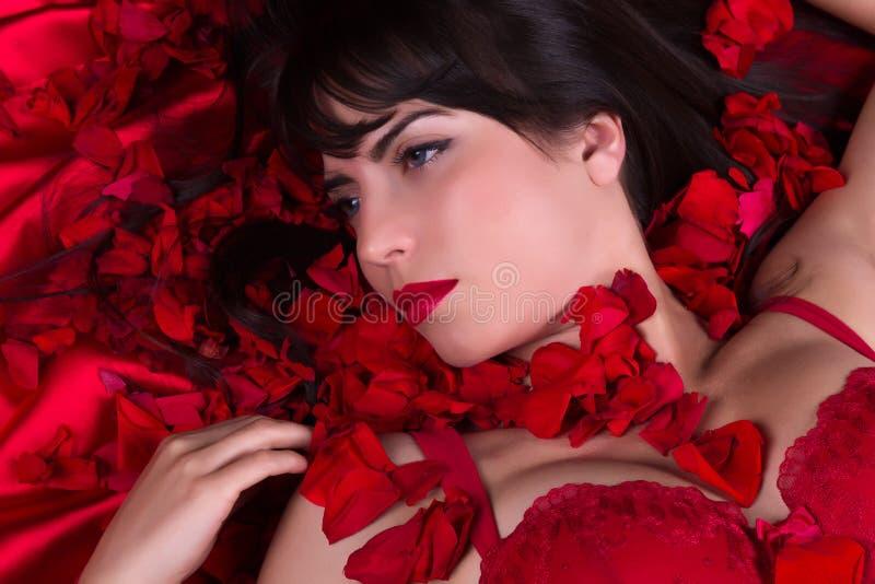 Rode rozen en lippen stock foto's