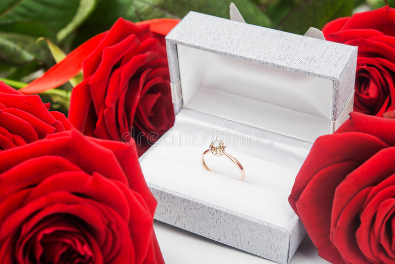 Rode Rozen en Ring stock afbeelding