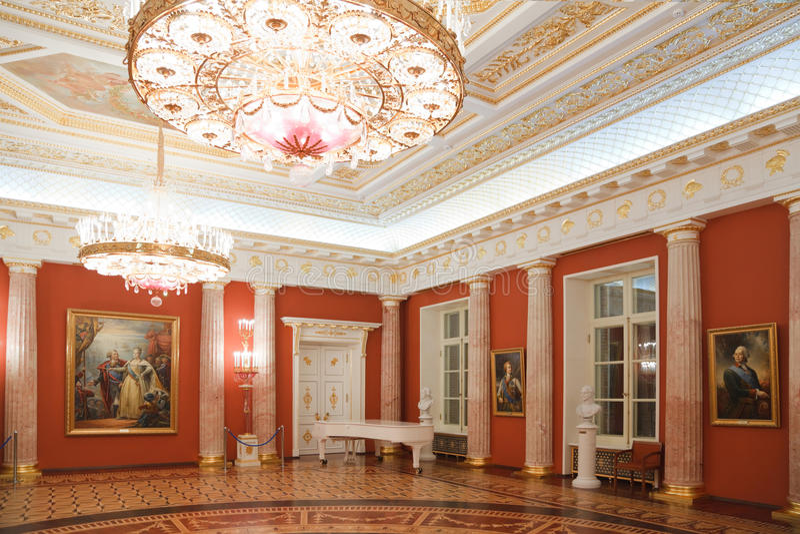 Rode ruimte van historisch en architecturaal museum royalty-vrije stock foto's