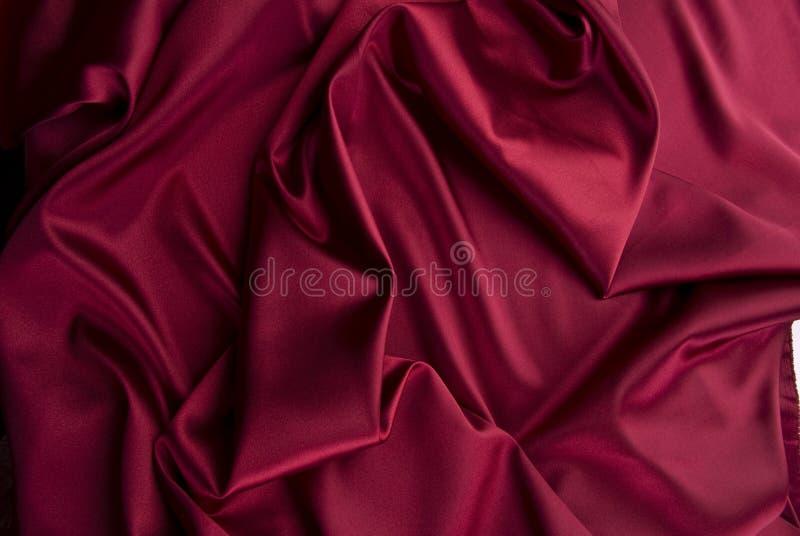 Rode satijnachtergrond stock foto
