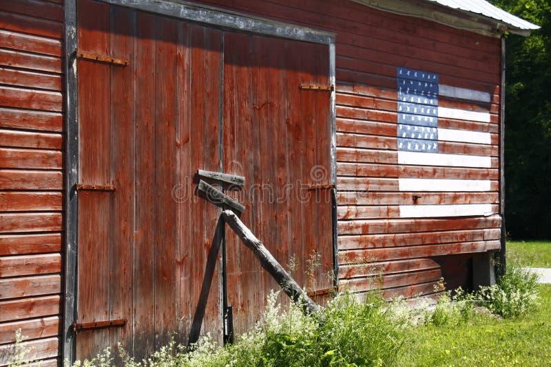 Rode Schuur, Amerikaanse Vlag stock afbeelding