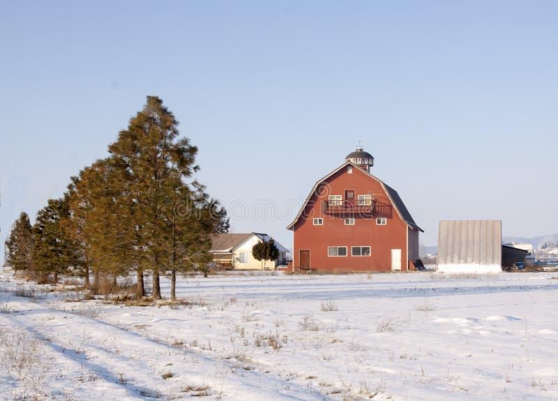 Rode schuur dichtbij Emmett, Idaho in de winter royalty-vrije stock foto's