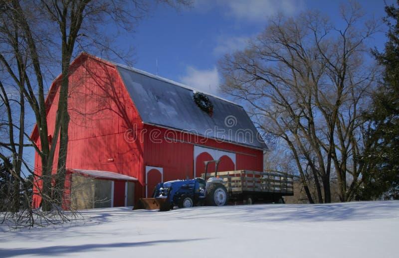 Rode schuur en tractor royalty-vrije stock afbeeldingen