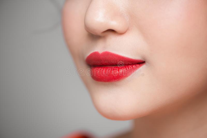 Rode Sexy Lippenclose-up Maak omhoog concept Mooie Perfecte Lippen royalty-vrije stock afbeelding