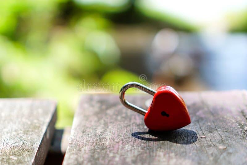 Rode sleutels die gevormd hart, ideeën, liefde, de Dag van Valentine zijn royalty-vrije stock foto's