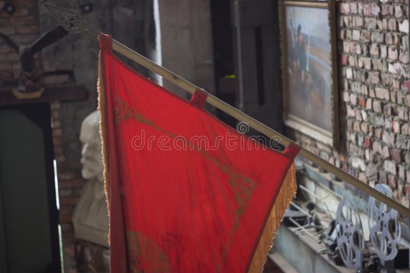 Rode Sovjetvlag als element van decor royalty-vrije stock fotografie