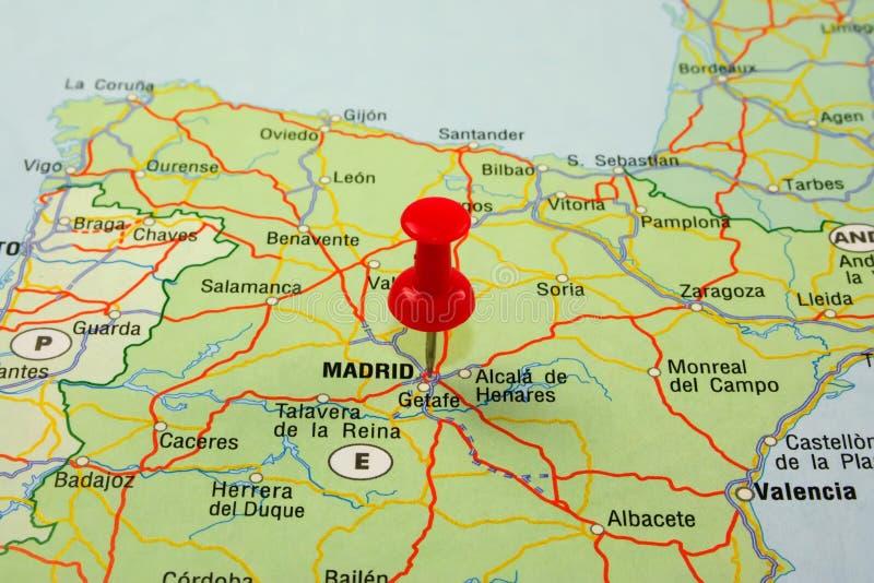 Rode speld die op Madrid richt stock fotografie