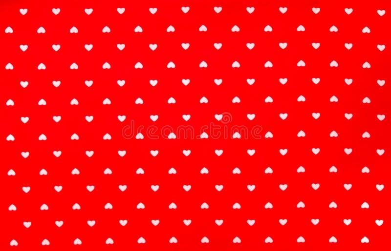 Rode Stof met wit hartenpatroon, textuur, achtergrond royalty-vrije stock afbeeldingen