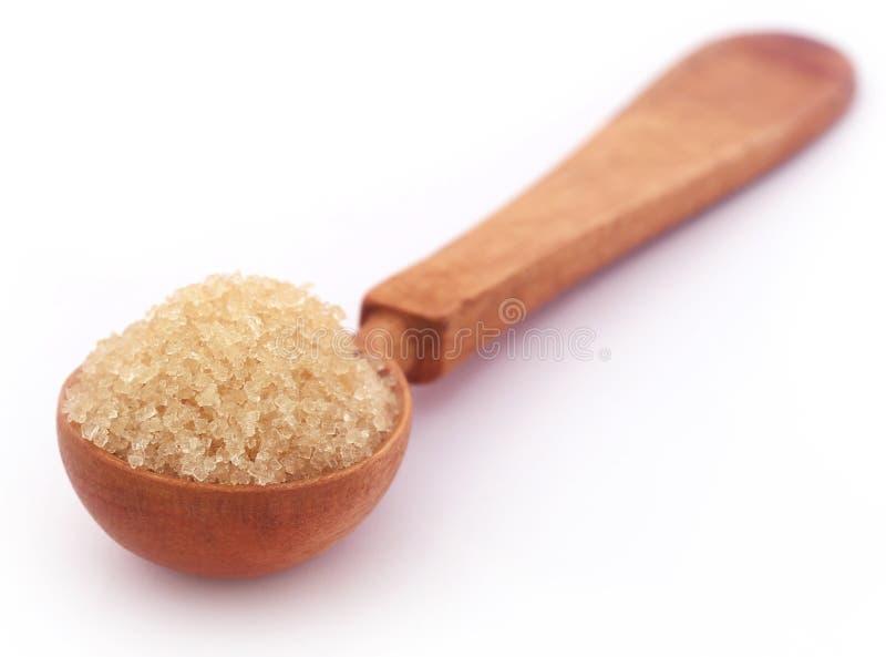Rode suiker in een houten lepel stock afbeeldingen