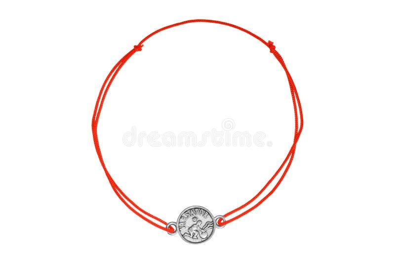 Rode textielarmband met zilveren die charme, op witte achtergrond wordt geïsoleerd stock afbeeldingen