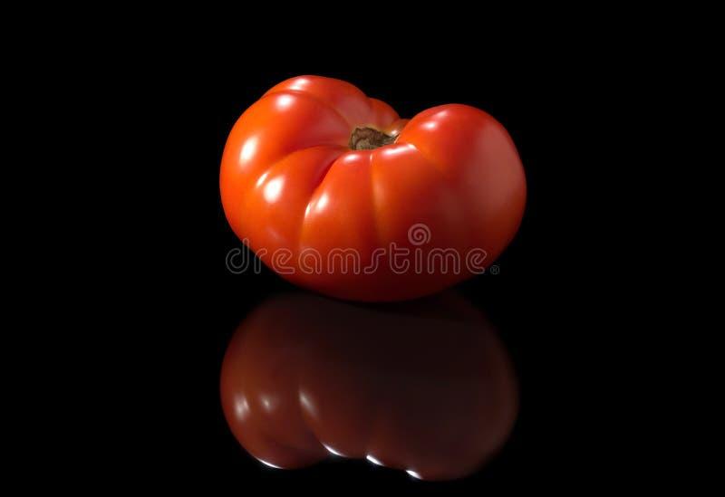 Rode tomaten dichte omhooggaand op een zwarte achtergrond royalty-vrije stock foto's