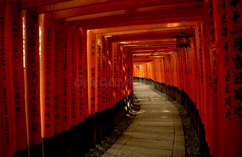 Rode Torii-poorten in het Heiligdom van Fushimi Inari Taisha in Kyoto royalty-vrije stock foto