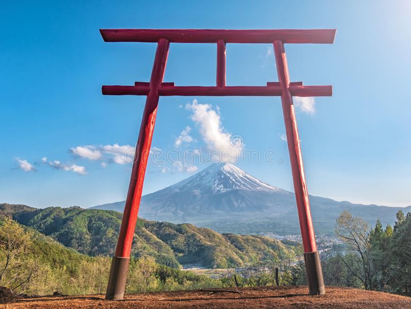 Rode torii van Chureito-tempel met Berg Fuji als achtergrond royalty-vrije stock afbeelding