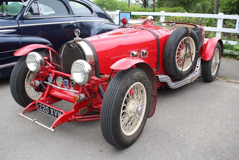 Rode uitstekende die auto bij dagtocht bij Tenterdon-het festival van de Stoomtrein wordt genomen stock fotografie