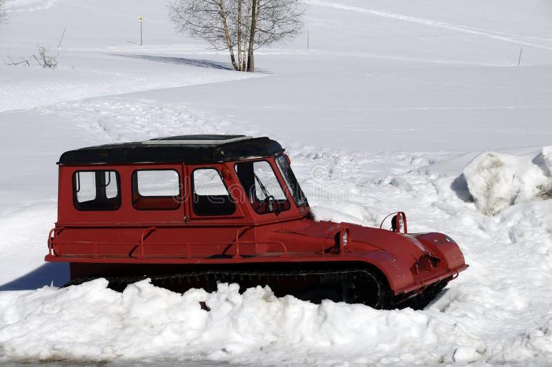 Rode uitstekende sneeuwploeg royalty-vrije stock foto's