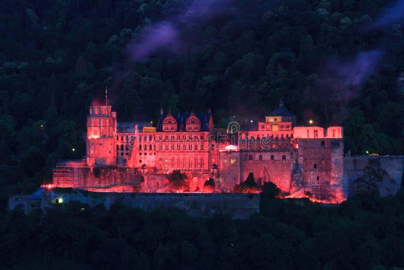 Rode verlichting van het oude kasteel, Heidelberg royalty-vrije stock foto's