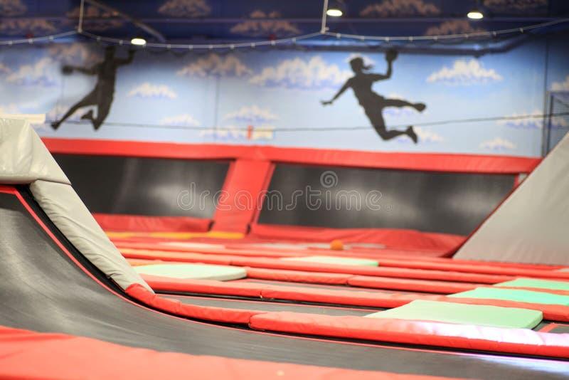 Rode vierkante Trampoline stock foto