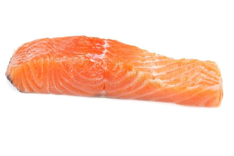 Rode vissen De ruwe zalmfilet isoleert op witte achtergrond royalty-vrije stock afbeeldingen