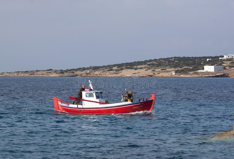 Rode Vissersboot royalty-vrije stock afbeeldingen