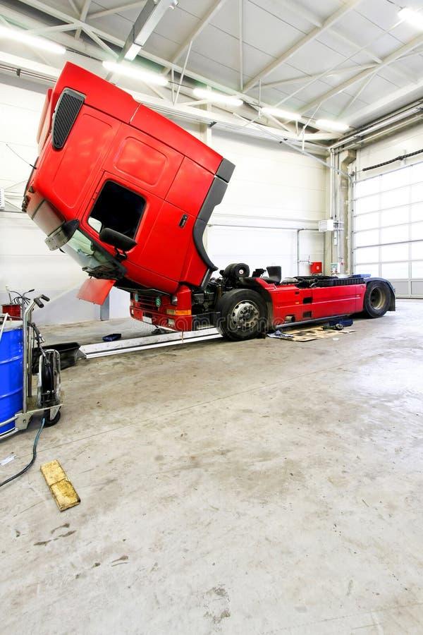 Rode vrachtwagen stock afbeelding