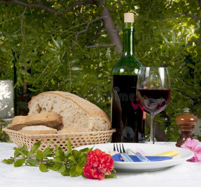 Rode Wijn, Brood en Anjer royalty-vrije stock foto's